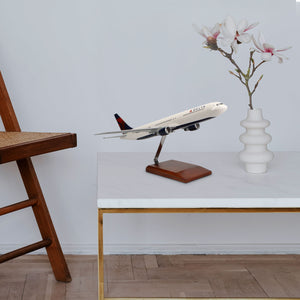 Boeing 767-400 Delta Air Lines Limited Edition Large Mahogany Model