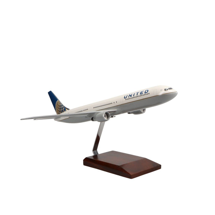 Aircraft Models - Boeing 767-400 United Airlines (Current Livery) Limited Edition Large Mahogany Model