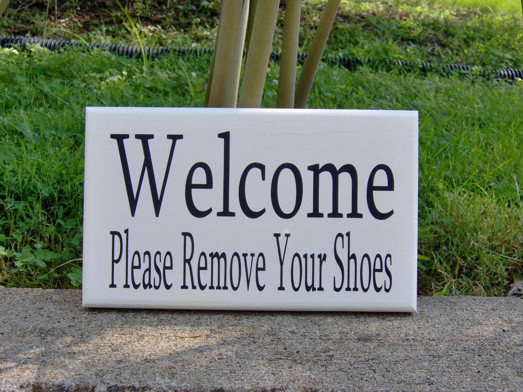 Welcome Please Remove Shoes Wood Vinyl Sign Take Off Shoes Door Hanger Porch Sign Outdoor Sign Welcome Sign Everyday Front Door Decor Custom - Heartfelt Giver