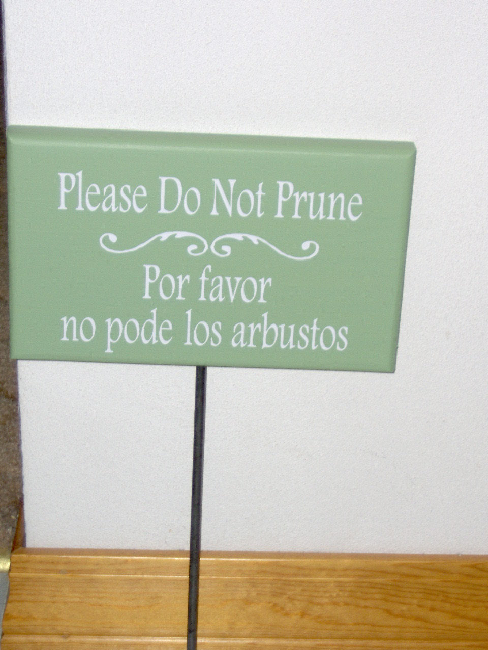Please Do Not Prune Wood Vinyl Yard Art Stake Sign English Spanish Outdoor Garden Sign Lawn Ornament Outdoor House Sign Wooden Home Decor