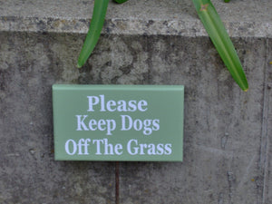 Please Keep Dogs Off The Grass Wood Vinyl Stake Rod Sign K9 Pet Keep Out Do Not Disturb Trespassing Private Property Yard Cottage Green Sign - Heartfelt Giver