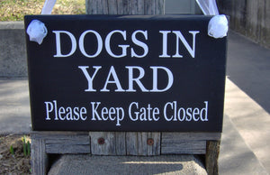 Dog In Yard Keep Gate Closed Wood Vinyl Sign Security Warning Pet Supply Outdoor Gate Sign Fence Hanging Plaque House Pet Signs Dog Decor