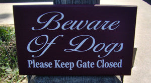 Beware of Dogs Please Keep Gate Closed Wood Sign Vinyl Outdoor Yard Sign Fence Garden Gate Hanger Home Door Decor Dog Lover Signs Gift Pet