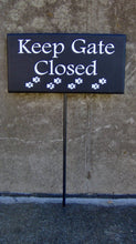 Load image into Gallery viewer, Keep Gate Closed Wood Vinyl Stake Sign Paw Print Yard Art Sign Outdoor Dog Sign Pet Supplies Dog Decor Gate Sign Fence Sign Garden Lawn Sign