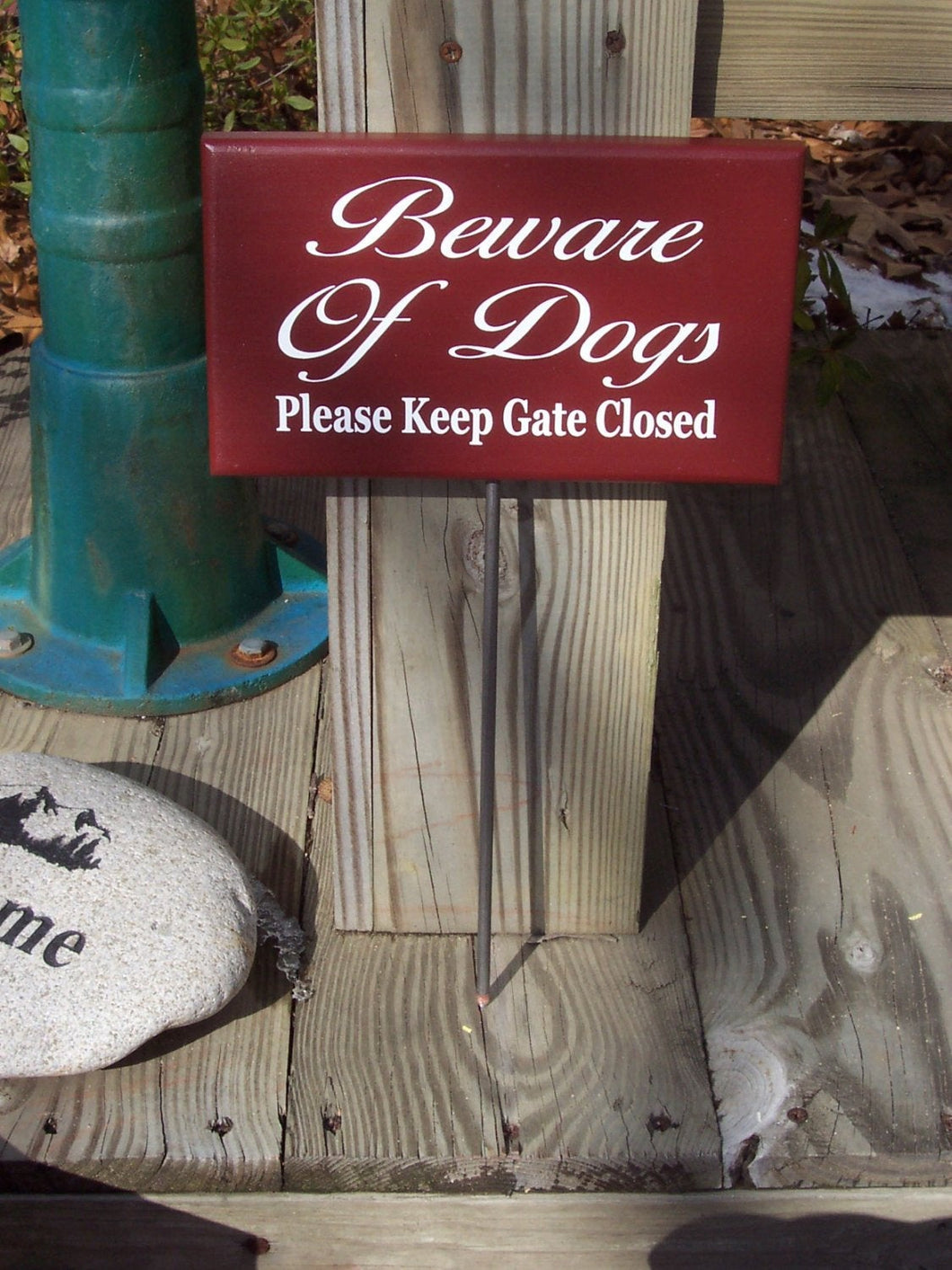 Beware of Dogs Please Keep Gate Closed Wood Vinyl Yard Stake Sign Home Decor Outdoor Sign Yard Sign Porch Sign Farmhouse Country Red Signs