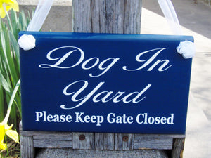 Dog In Yard Please Keep Gate Closed Wood Vinyl Sign Navy Blue Fence Gate Sign Outdoor Porch Front Door Decor Security Wall Decor Backyard - Heartfelt Giver