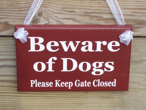 Beware of Dogs Please Keep Gate Closed Wood Vinyl Gate Sign Outdoor Red Home Decor Housewarming Door Hanger Wall Decor Pet Supplies Dog Cat - Heartfelt Giver