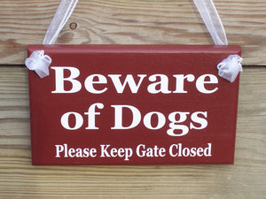 Beware of Dogs Please Keep Gate Closed Wood Vinyl Gate Sign Outdoor Red Home Decor Housewarming Door Hanger Wall Decor Pet Supplies Dog Cat