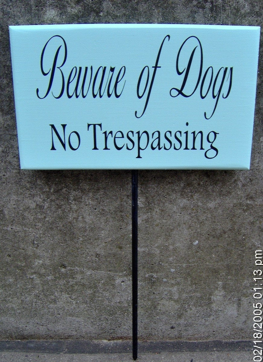 Beware Of Dogs No Trespassing Wood Vinyl Yard Stake Sign No Trespass Front Yard Decor Entry Home Sign Pet Supplies Dog Lover Gifts Warning