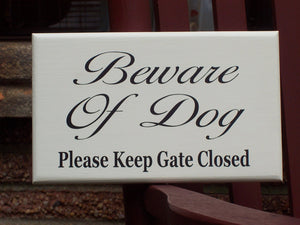 Beware Dog Please Keep Gate Closed Wood Sign Vinyl Pet Signs For Home Outdoor Gate Sign Personalized Dog Door Decor Pet Accessories Yard Art - Heartfelt Giver