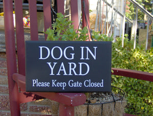 Dog In Yard Please Keep Gate Closed Wood Vinyl Sign Farmhouse Country Family Home Door Fence Gate Decor Warning Outdoor Design Plaque