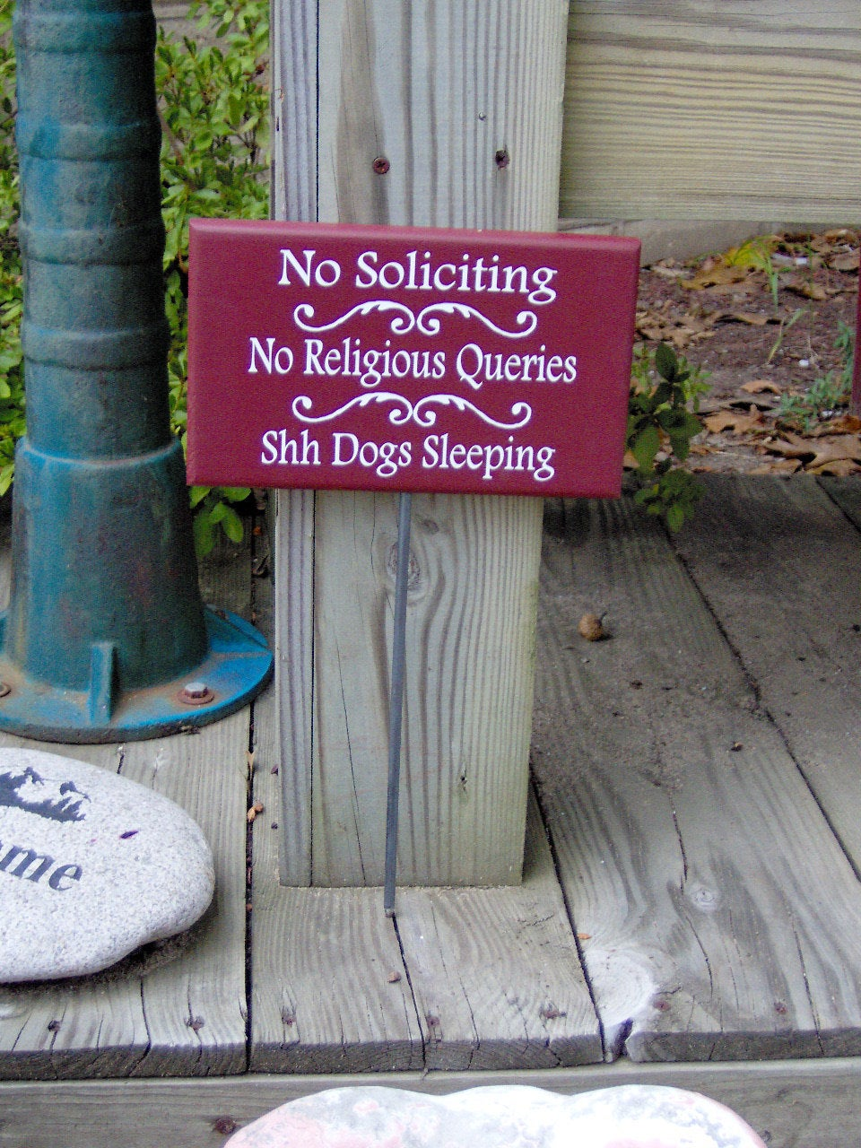No Soliciting No Religious Queries Shh Dogs Sleeping Wood Vinyl Yard Stake Sign Country Farmhouse Red Outdoor House Sign Pet Supplies - Heartfelt Giver