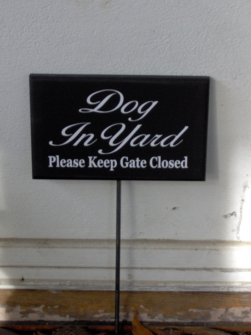 Dog In Yard Please Keep Gate Closed Wood Vinyl Sign Rod Stake Yard Garden Fence Planter Beware Notice Security Decor Art For Home Landscape