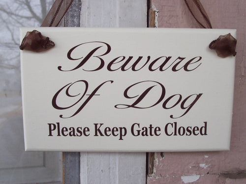 Farmhouse Beware of Dog Please Keep Gate Closed Wood Vinyl Signs Outdoor Decoration Gate Sign Personalize Custom Porch Signs Gate Sign Yard