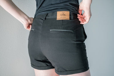 SIGR 'Strandvägen' Cycling Chino Shorts in Black for Women