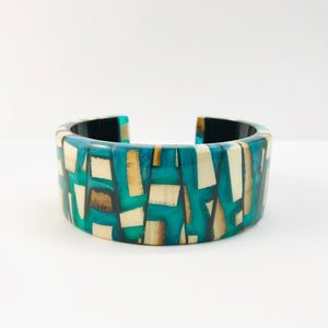 Mammoth_ivory_and_resin_bracelet_jewellery