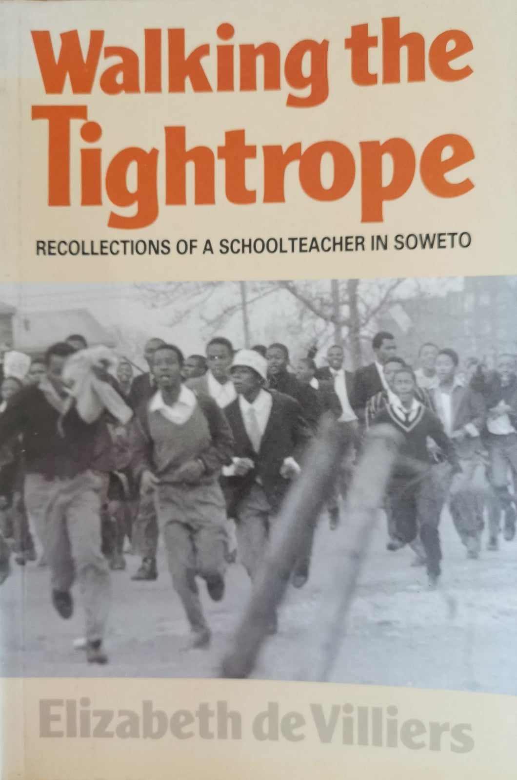 Walking the Tightrope: Recollections of a Schoolteacher in Soweto - Elizabeth de Villiers