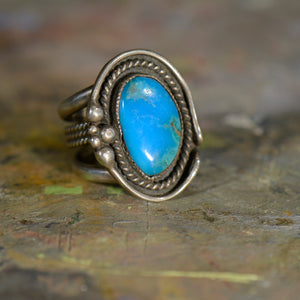 Southwestern style vintage silver and turquoise ring. Size 9.