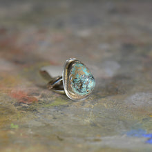 Load image into Gallery viewer, Vintage silver and turquoise ring. Size 4.75