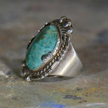 Load image into Gallery viewer, Vintage silver and turquoise ring. Size 9