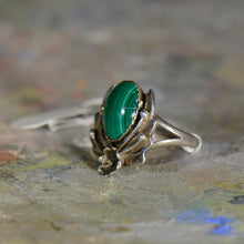 Load image into Gallery viewer, Vintage silver and malachite ring. Size 7