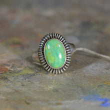 Load image into Gallery viewer, Vintage silver and gaspeite ring. Size 8