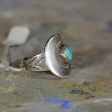 Load image into Gallery viewer, Vintage silver and turquoise ring. Size 8