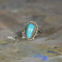 Load image into Gallery viewer, Vintage silver and turquoise ring. Size 4