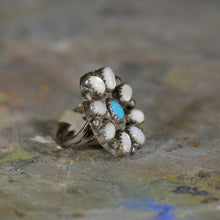 Load image into Gallery viewer, Vintage silver and turquoise ring. Size 4.5