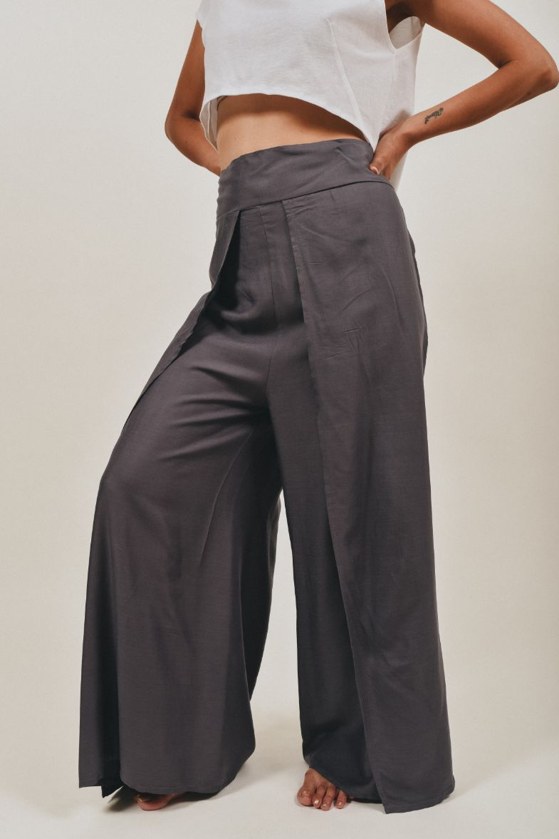Trousers with opening the front