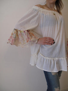 Blouse loose with detail on sleeves