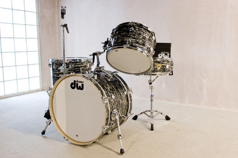 DW Classics Series in Black Oyster Glass drum kit