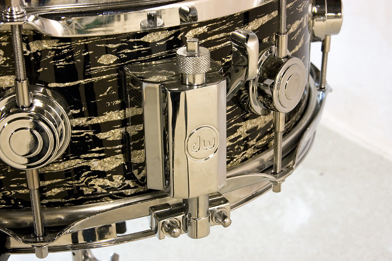 DW Classics Series snare drum in Black Oyster Glass throw off