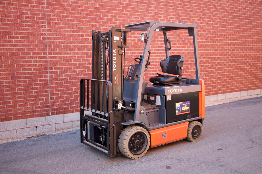 Toyota 8FBCU32 Electric Forklift