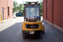 Load image into Gallery viewer, Caterpillar 2P7000 LPG Forklift
