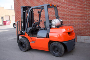 Toyota 7FGU35 with Solid Pneumatic Tires