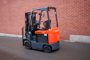 Toyota 7FBCU25 with Solid Pneumatic Tires
