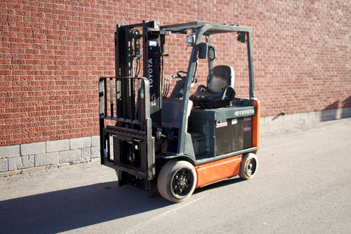 Toyota 8FBCU30 Electric Forklift
