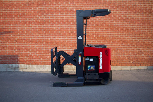 Raymond EASI R40TT electric reach with 4000 lbs Capacity