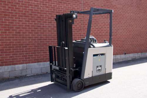 Crown dock stacker with collapsable roof and 5000 LBS Capacity