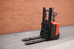 BT SPE125L European Pallet jack/Stacker with 3500 LBS Capacity