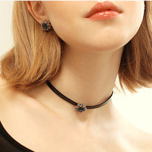 Load image into Gallery viewer, Collar Necklace with Pendant Rhinestone Vintage Crystal Flower