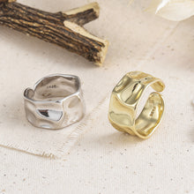 Load image into Gallery viewer, Hammered Rings Gold and Silver 2 Pcs