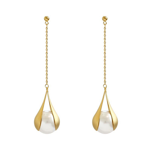 pearl earring gold color