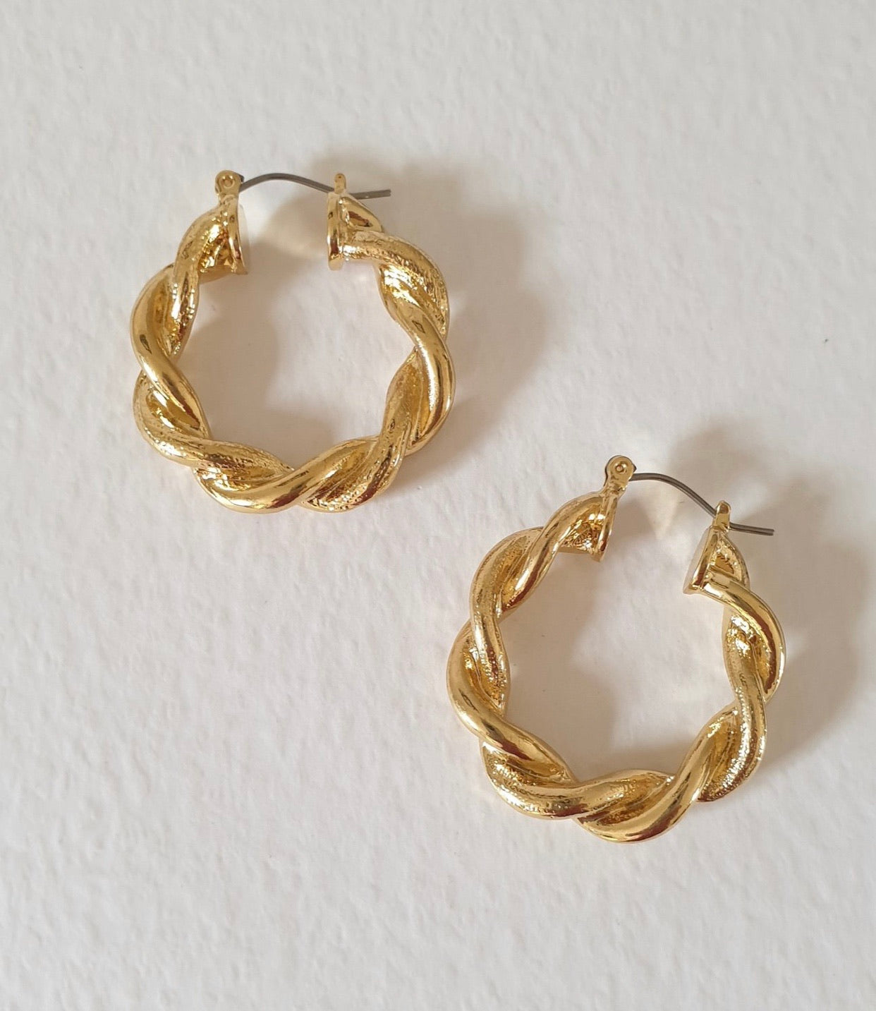 THE EVA GOLD PLATED TWIST HOOPS