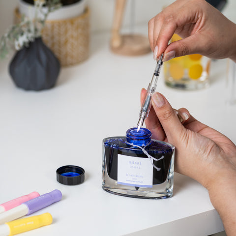 A Pilot Kakuno pen being filled – fingers on the tip of the converter