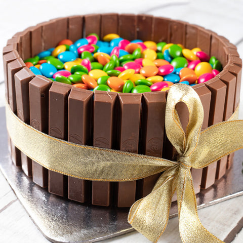 KITKAT AND GEMS CRUNCHY CAKE