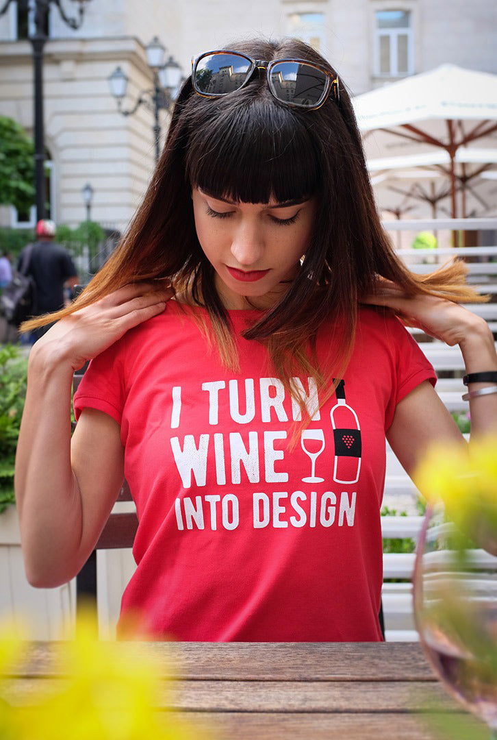 I turn wine into design | T-shirt