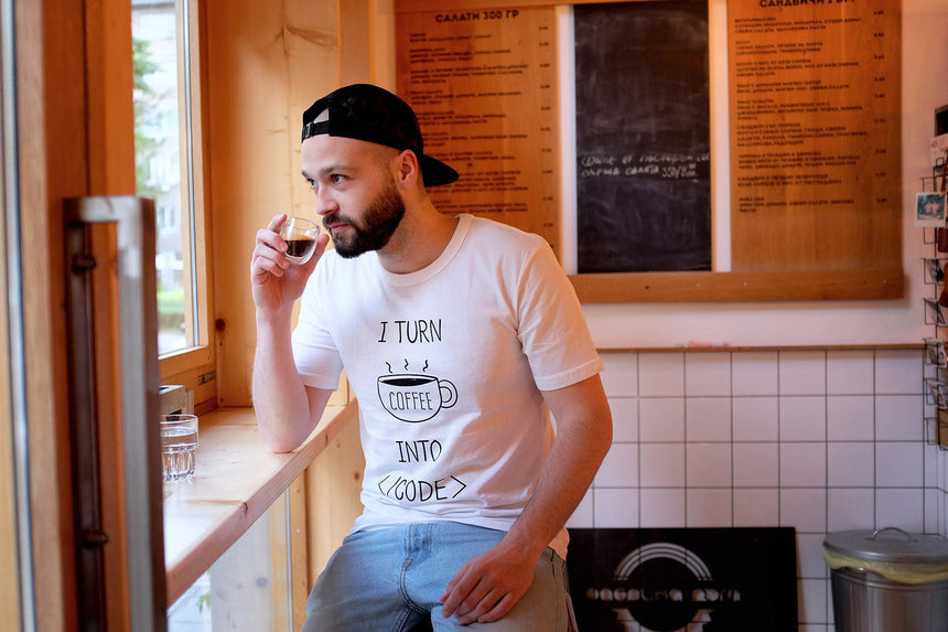 I turn coffee into code | T-shirt
