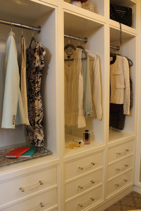 SPRING CLEAN YOUR CLOSET WITH THESE EASY TIPS TODAY!